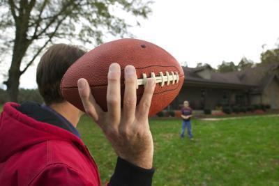 Quali muscoli vengono utilizzati quando lanciando un pallone da calcio?