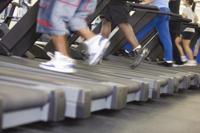 Quali sono i vantaggi di pendenza camminare su un tapis roulant?