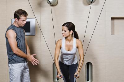 Quali sono alcuni esercizi per perdere due chili al giorno?