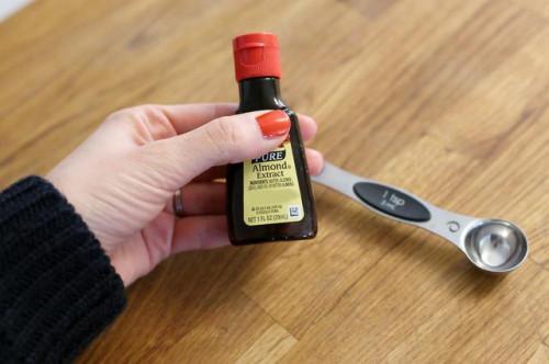 Come fare semplice glassa senza estratto di vaniglia?