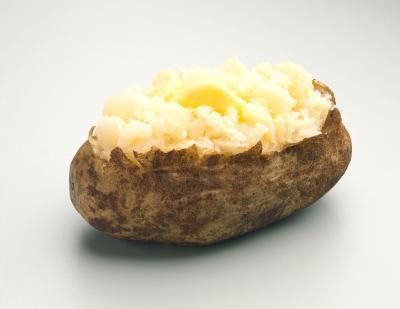 Come cuocere le patate in forno a microonde e forni