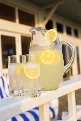 È buona limonata per persone malate da bere mentre hanno l'influenza?