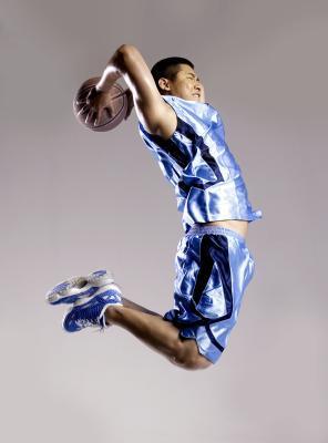 Come stretto dovrebbe essere il tuo scarpe da basket?