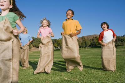 Giochi per i bambini a giocare al Camp