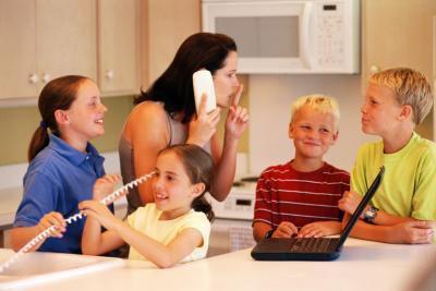 Come insegnare ai figli di non Interrupt durante una conversazione