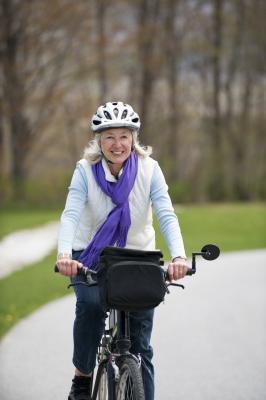 Quali esercizi e vitamine aiutano diminuzione gonfiore delle gambe?