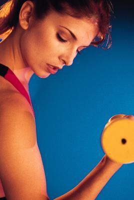 È meglio allenarsi con meno peso & più ripetizioni o più peso & meno ripetizioni?