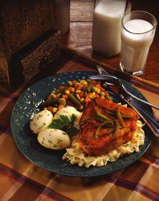 Come cucinare carne di maiale costolette su stufe con nessuna frittura