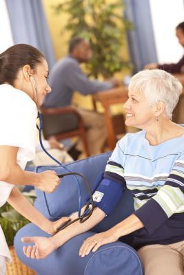 Come controllare la pressione sanguigna di qualcuno manualmente