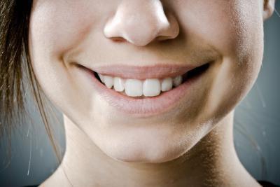Come utilizzare olio di chiodi di garofano per il decadimento del nervo in un dente