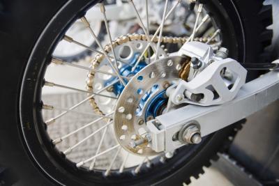 Come funziona un braccio oscillante per una bici