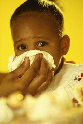 Più gonfiore dei linfonodi nel collo di un bambino