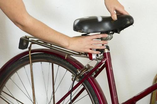 Come guidare una bicicletta con un infortunio al ginocchio