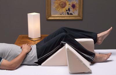 Come utilizzare un cuneo di letto per dormire
