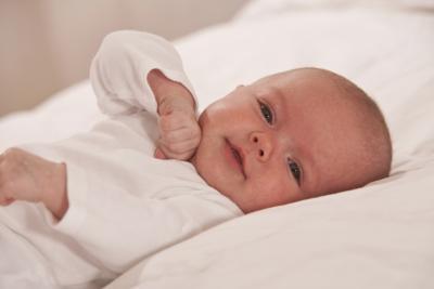 Come utilizzare una siringa per alimentare neonato