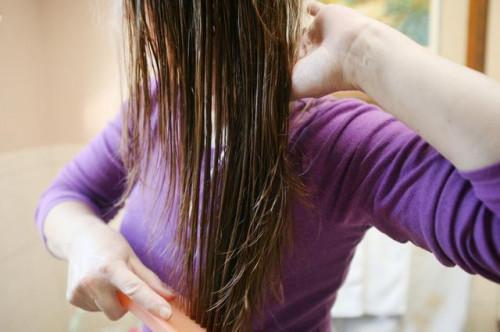 Come correttamente pettine capelli bagnati