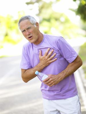 Allo stomaco o dolori al petto dopo aver mangiato