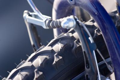 Come smontare la forcella anteriore di Mountain Bike