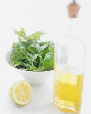 I benefici dell'olio d'oliva e limone
