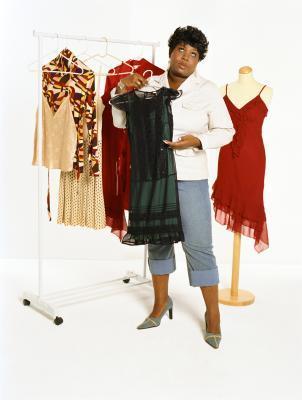 Che cosa è un abito buono per una donna con una grande pancia?