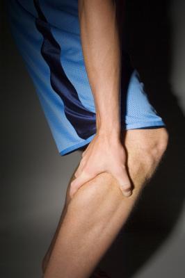 Dolore nell'alluce & tendini del ginocchio stretti