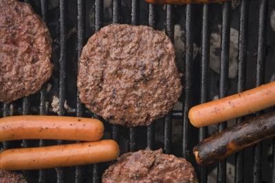 Le differenze nella cottura alla griglia, cuocere e grigliare