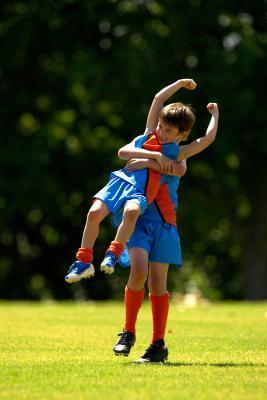 Come costruire la resistenza superiore del corpo di un bambino