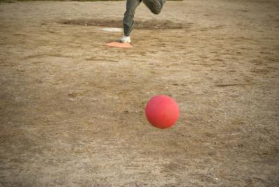 Giochi di atletiche Indoor divertimento per grandi gruppi di bambini