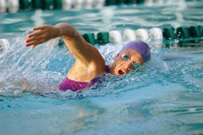 Tratti di nuoto per i muscoli tricipiti