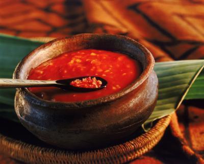 Come cucinare e stufato di pomodori rossi maturi
