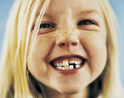 Quali sono le cause ritardata eruzione dei denti nei bambini?