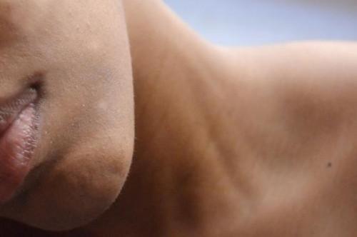Come fermare la pelle scura da operazioni di conciatura