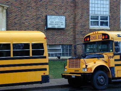 Come i bambini diventano sicuro alla scuola?