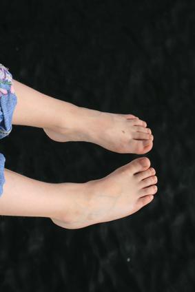 Trattamento per il piede di un bambino crampi