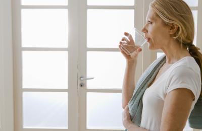 Bere acqua calda aiuta perdere peso?