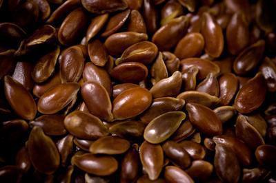 Come applicare l'olio di semi di lino sulle rughe della pelle
