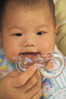 Quali sono i trattamenti per le eruzioni di dentizione del bambino?