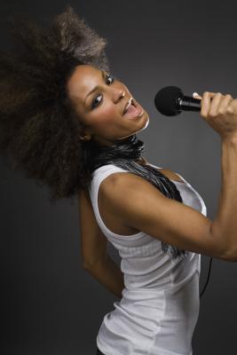 Alimenti che fanno male alla voce di un cantante
