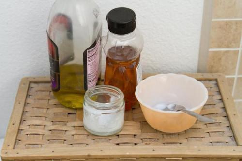 Come utilizzare l'olio di cocco per labbra screpolate