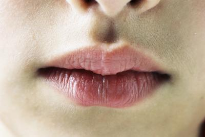 Come rendere le labbra più grande con lo Yoga facciale