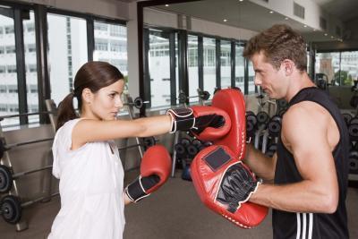 Confronta le calorie di Cardio boxe a Running