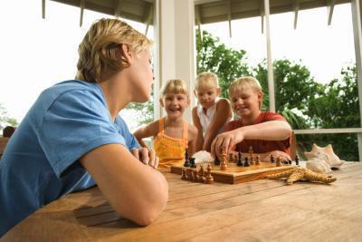 Gli effetti di un fratello germano più anziano, prendersi cura di un fratello più giovane