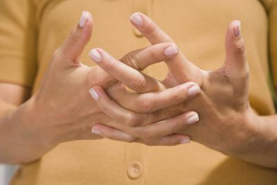 Trattamento di agopuntura per formicolio alle dita