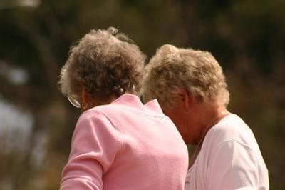 Determinate sostanze nutrienti possono ridurre il diradamento dei capelli nelle donne in postmenopausa?
