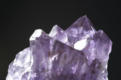 Quali sono i vantaggi di dormire con i cristalli?