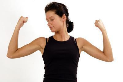 Esercizi con le braccia per le donne senza pesi