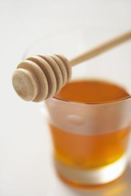 Fa il miele migliorare i benefici del tè verde?