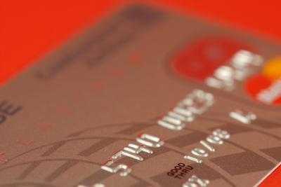 Come prelevare un IRA di pagare con carte di credito di interesse elevato