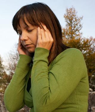 Quali sono le cause di lampeggianti nell'occhio di sinistra seguita da un mal di testa?