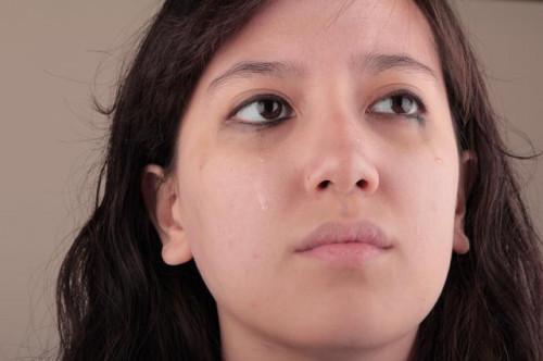 Come ridurre gli occhi gonfi dal pianto